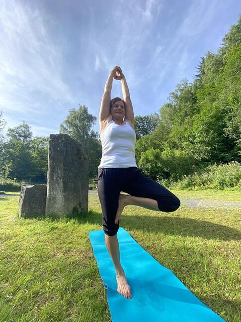 Yoga im Basaltpark
